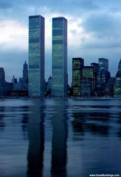 برجهای دوقلوی مرکز تجارت جهانی، نيويورك (قبل از تخريب در حوادث 11 سپتامبر)
