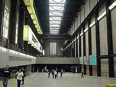 موزه Tate Modern، انگلستان، اثر ژاك هرزوگ و پیير دمورن، 2000
